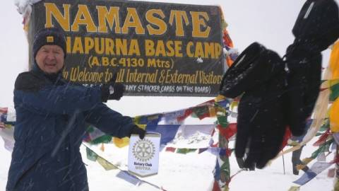 Rotary-Wimpel im Himalaya