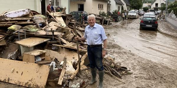 Helfen nach den Überschwemmungen
