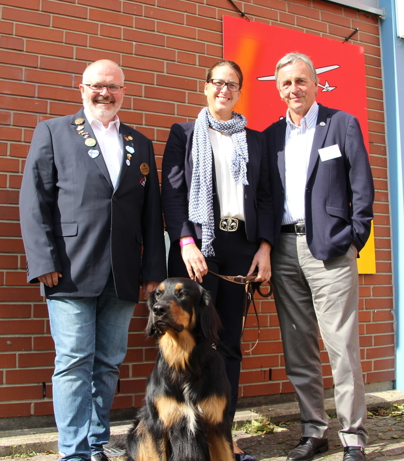 Können auf ein erfolgreiches Inbound- und Gastelternseminar zurückblicken: v.l. Inbound-Koordinator Richard Krause (RC Detmold-Oerlinghausen), Chair Jugenddienst Distrikt1900 Claudia Sprakel (RC Dortmund-Romberg) und Governor elect Werner Efing (RC Biele